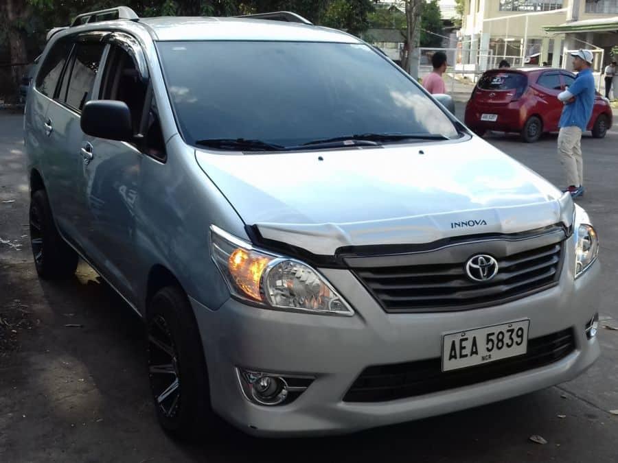 2014 Toyota Innova - Right View
