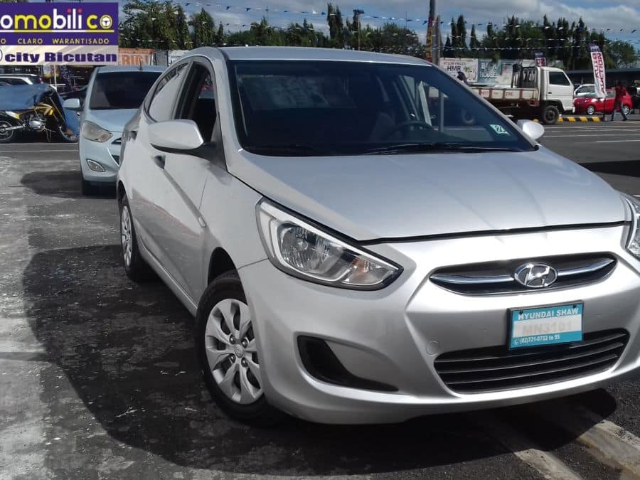 2015 Hyundai Accent - Right View