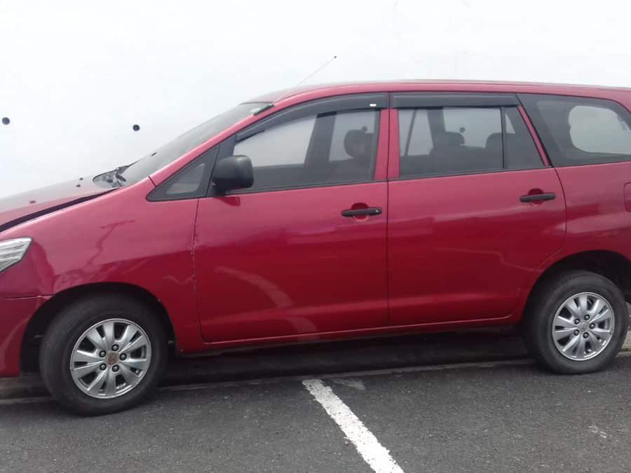 2014 Toyota Innova - Left View