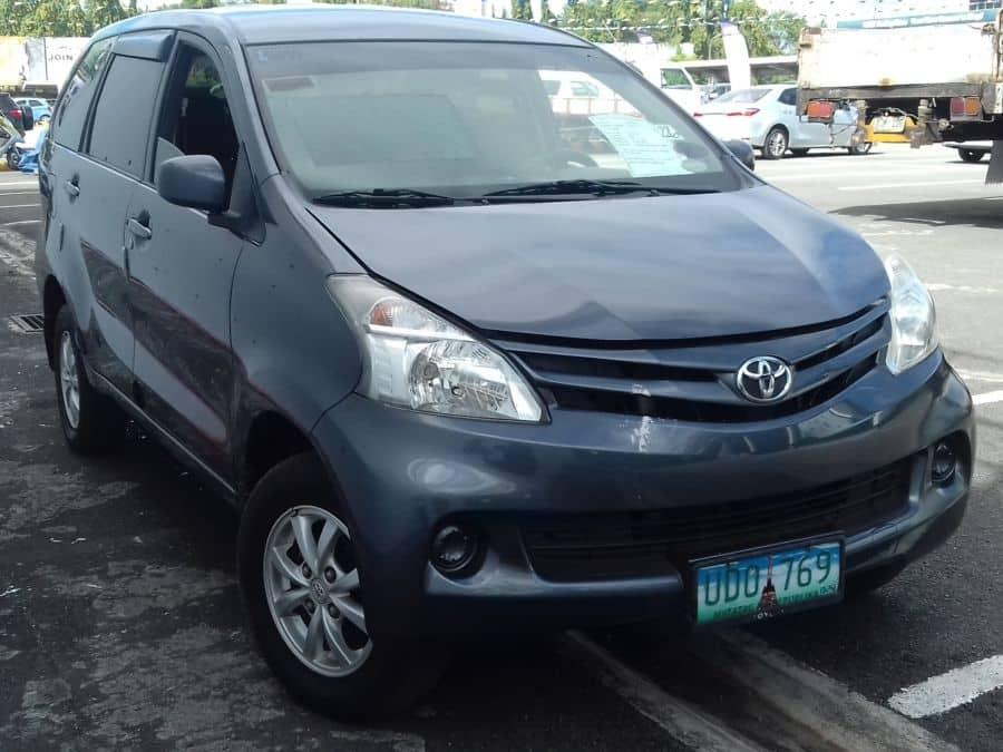 2012 Toyota Avanza - Right View
