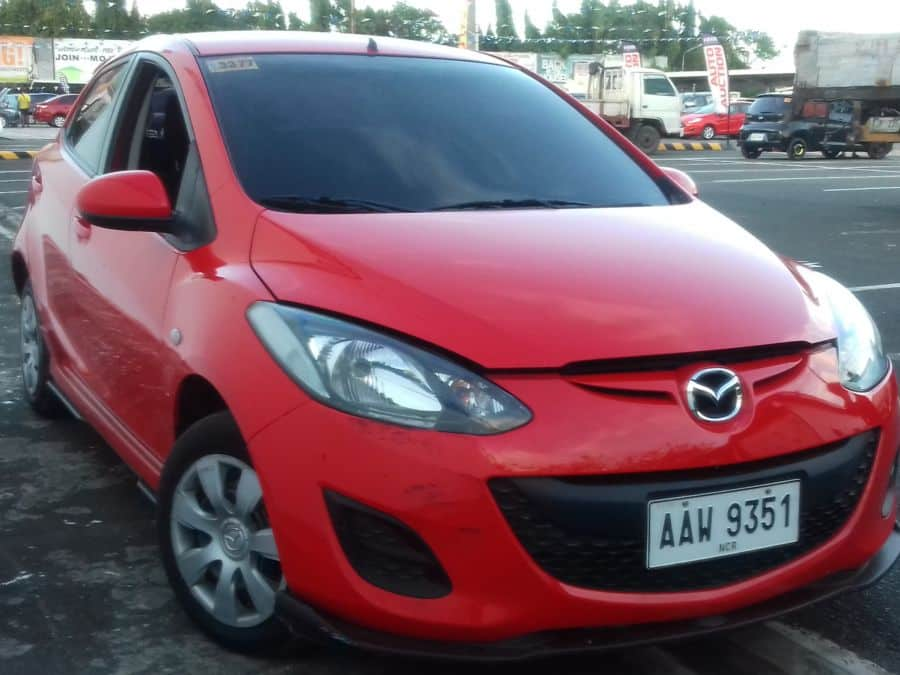 2014 Mazda 2 - Right View
