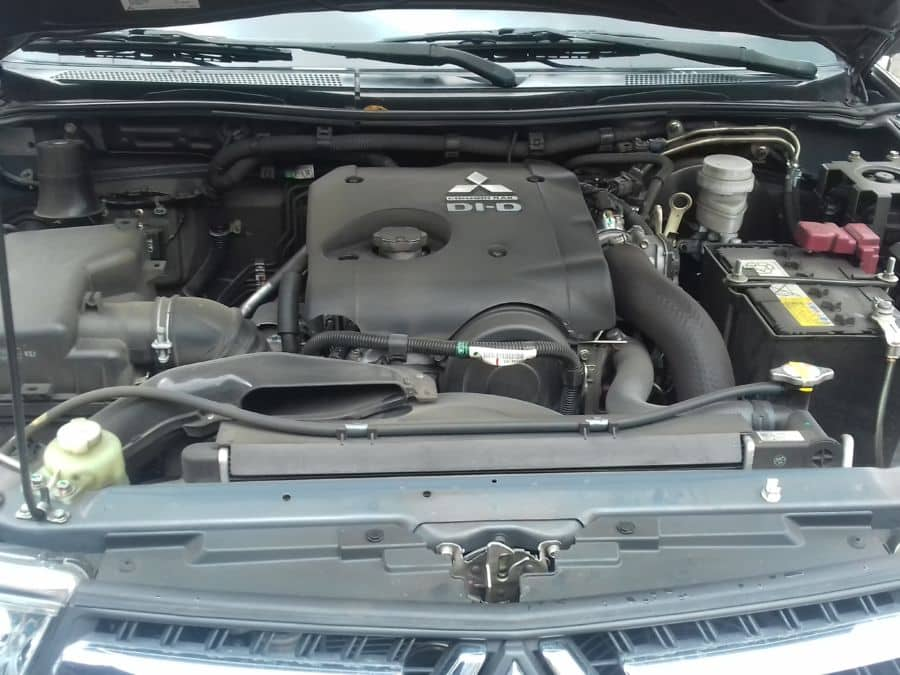 2016 Mitsubishi Montero Sport - Interior Rear View