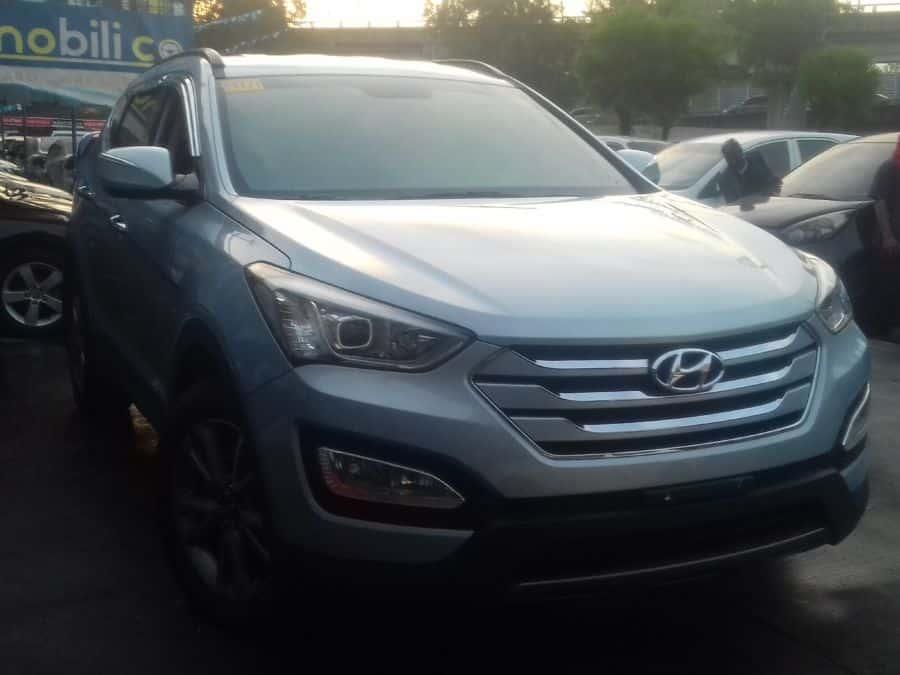 2014 Hyundai Santa Fe - Right View