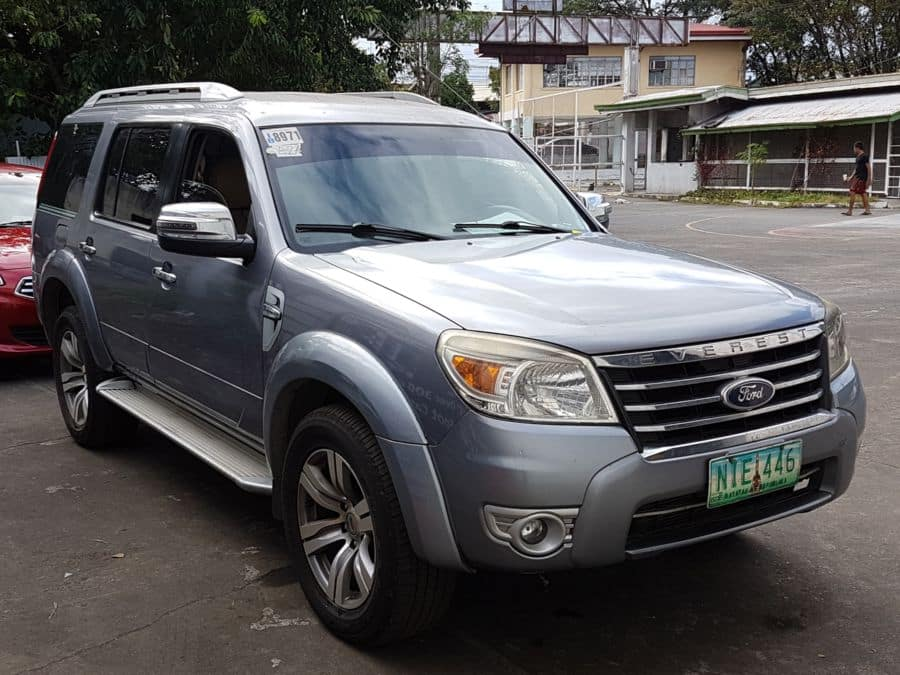 2010 Ford Everest - Right View
