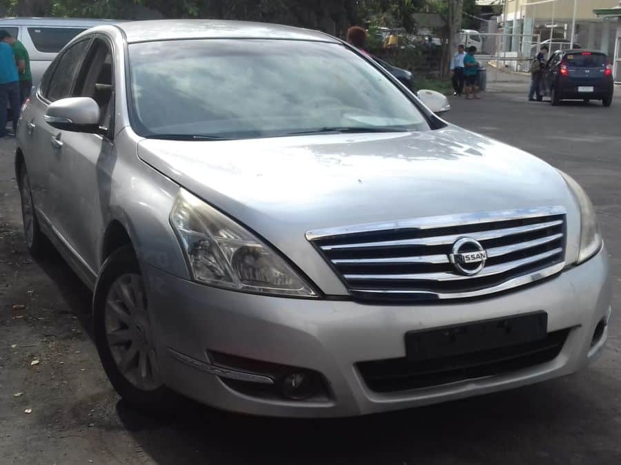 2013 Nissan Teana - Right View