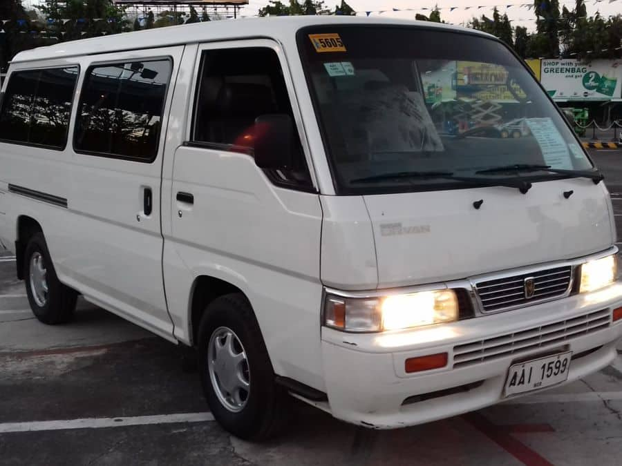 2014 Nissan Urvan - Right View