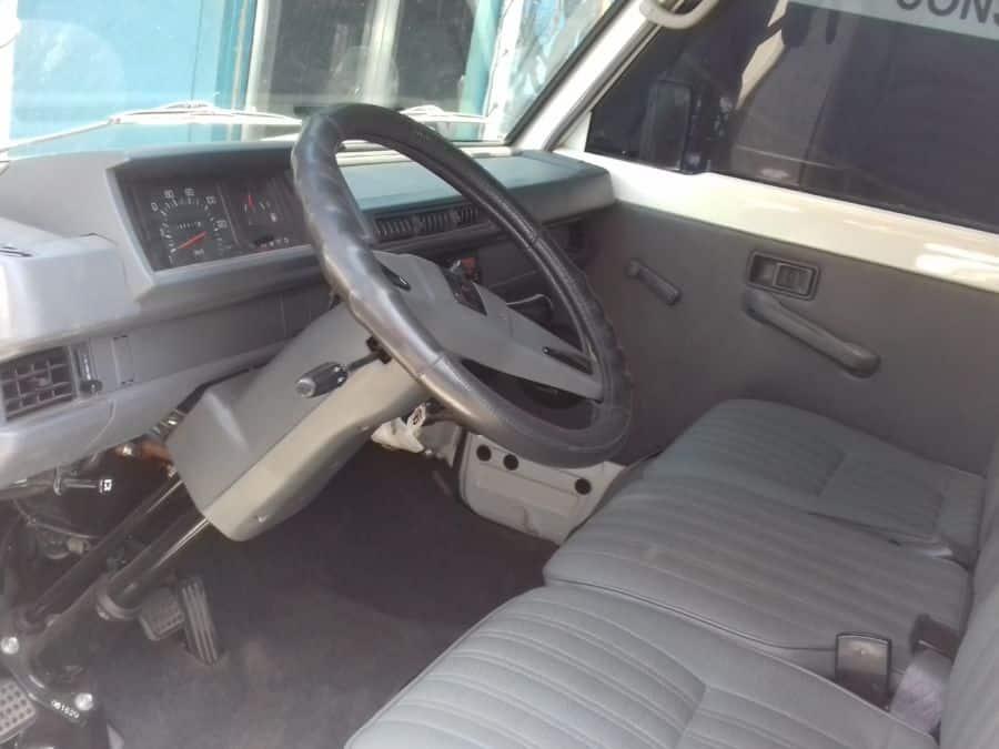 2015 Mitsubishi L300 - Interior Front View