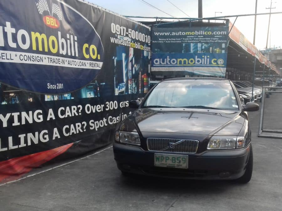 2000 Volvo S80 - Front View