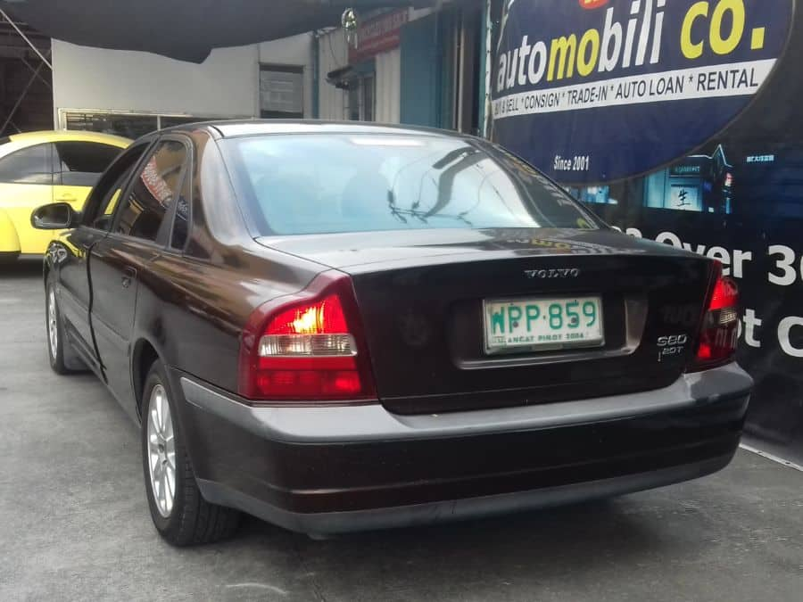 2000 Volvo S80 - Rear View