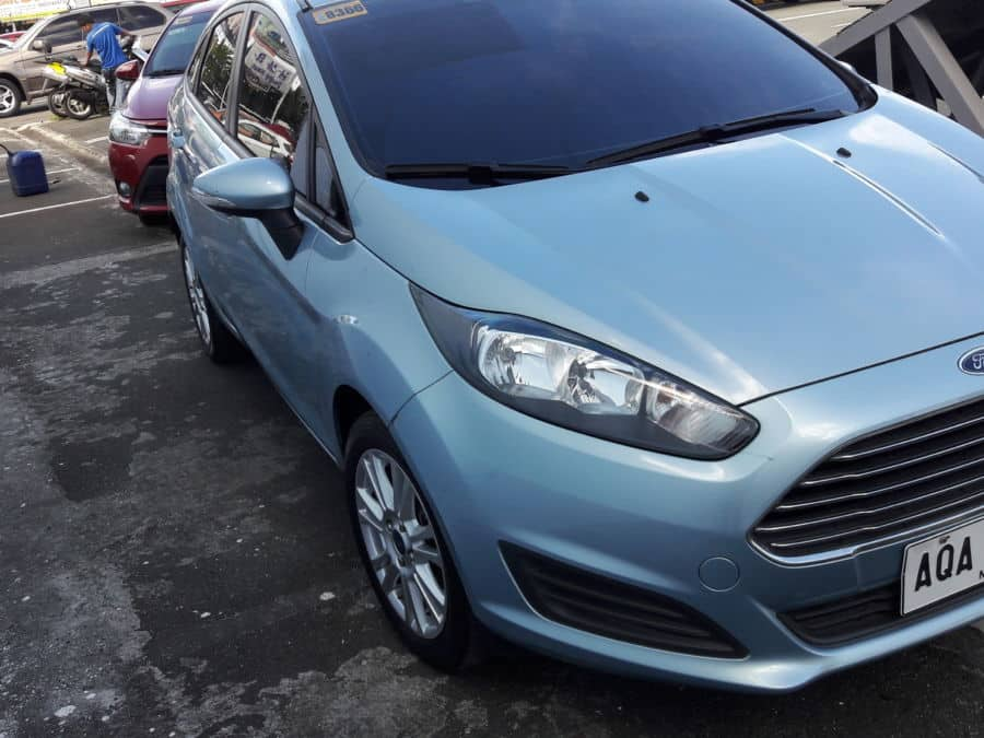2014 Ford Fiesta - Right View
