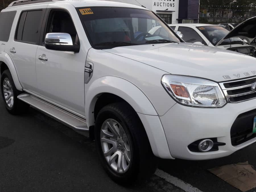 2013 Ford Everest - Right View