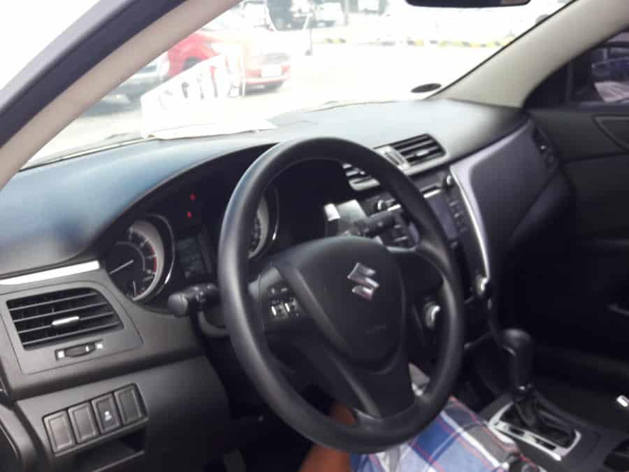 2013 Suzuki Kizashi - Interior Front View