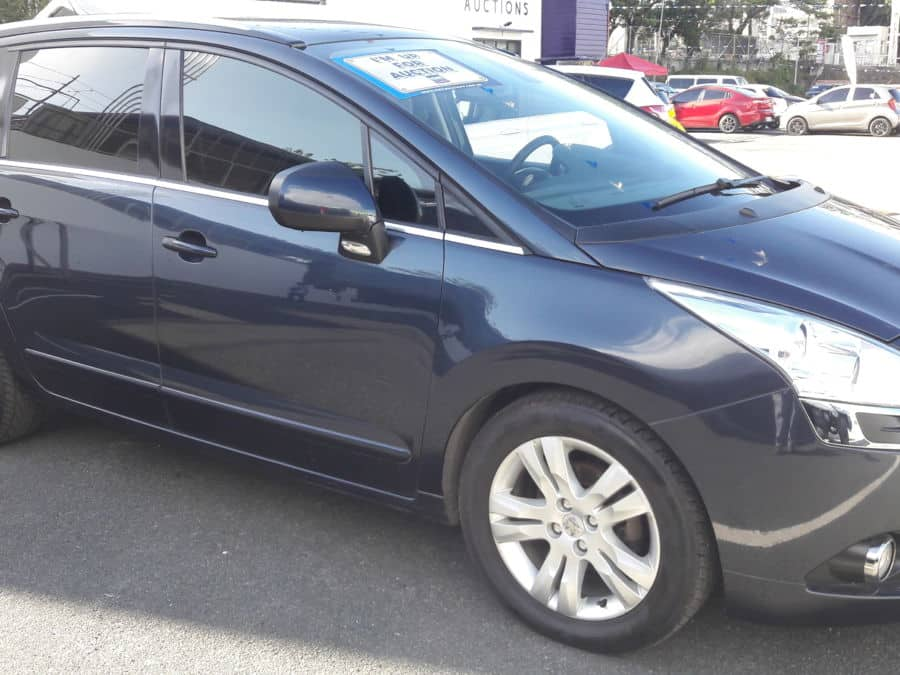 2012 Peugeot 5008 - Right View