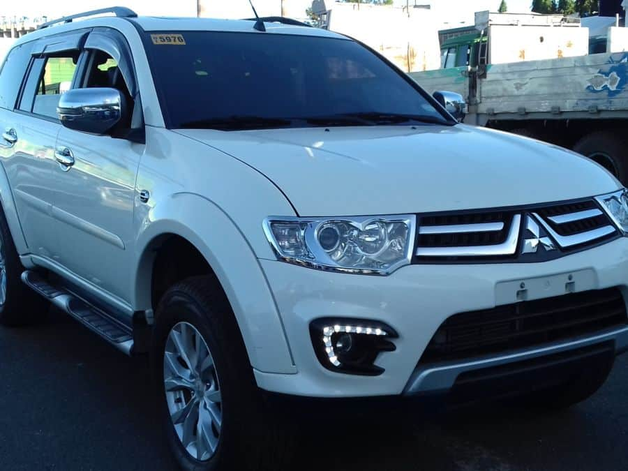 2015 Mitsubishi Montero Sport - Right View