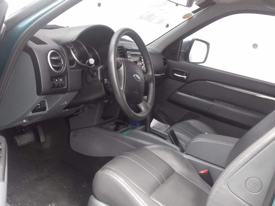 2015 Ford Everest - Interior Front View