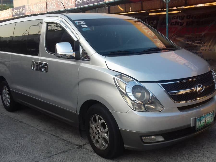 2010 Hyundai Grand Starex - Right View