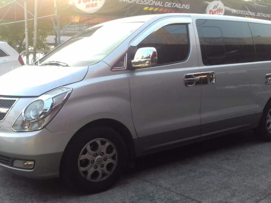 2010 Hyundai Grand Starex - Left View