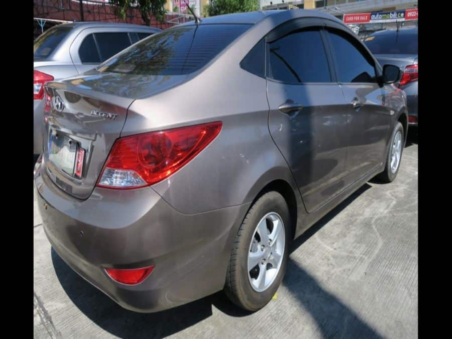 2011 Hyundai Accent - Right View