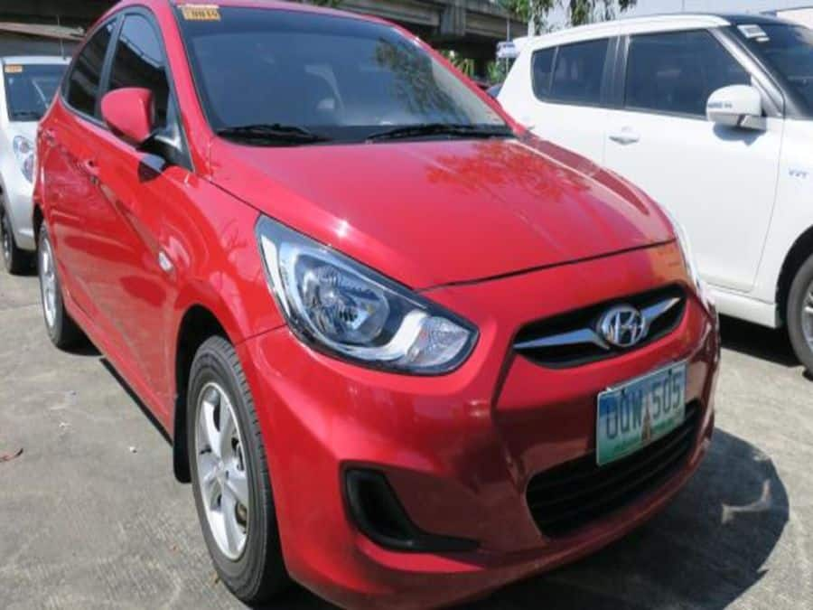 2013 Hyundai Accent - Right View