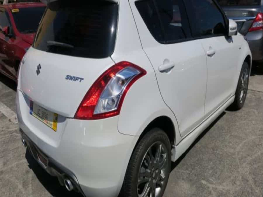 2015 Suzuki Swift - Right View