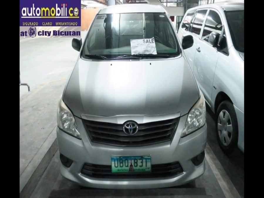 2013 Toyota Innova E - Front View
