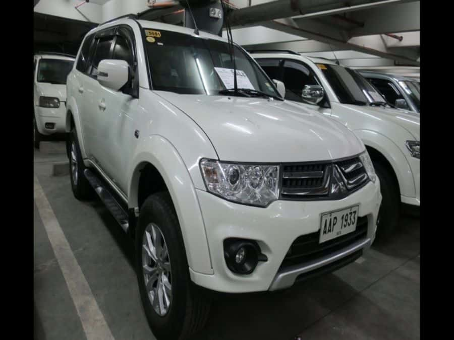 2014 Mitsubishi Montero Sport - Right View