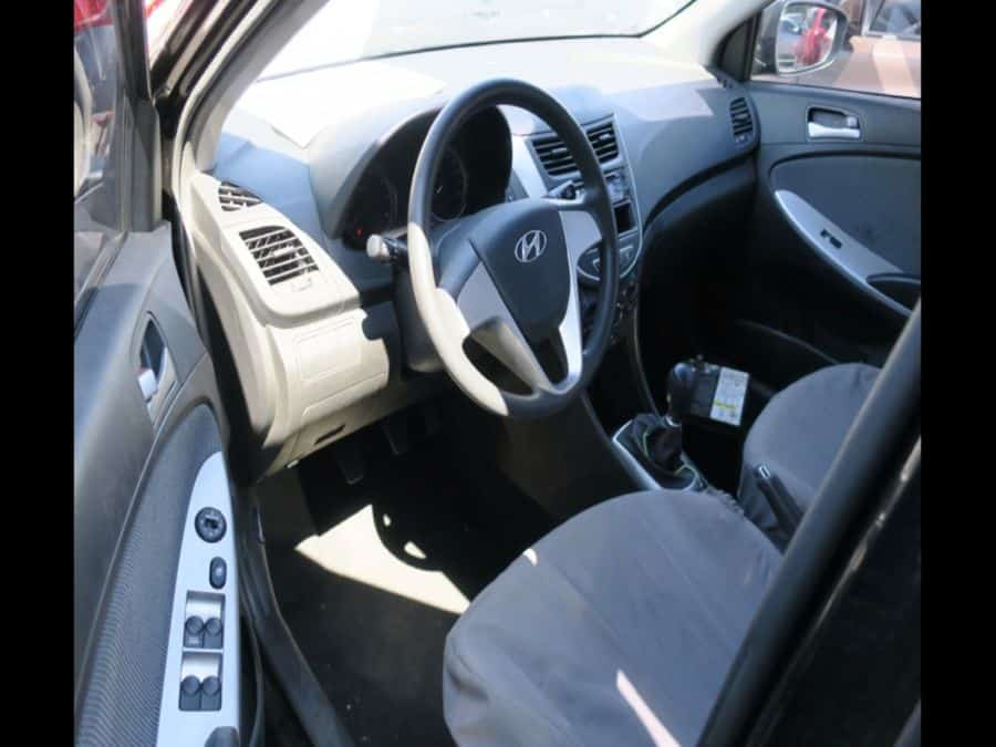 2010 Hyundai Accent - Interior Front View