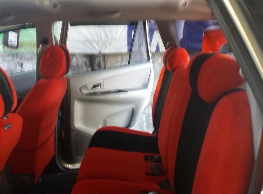 2010 Toyota Innova E - Right View