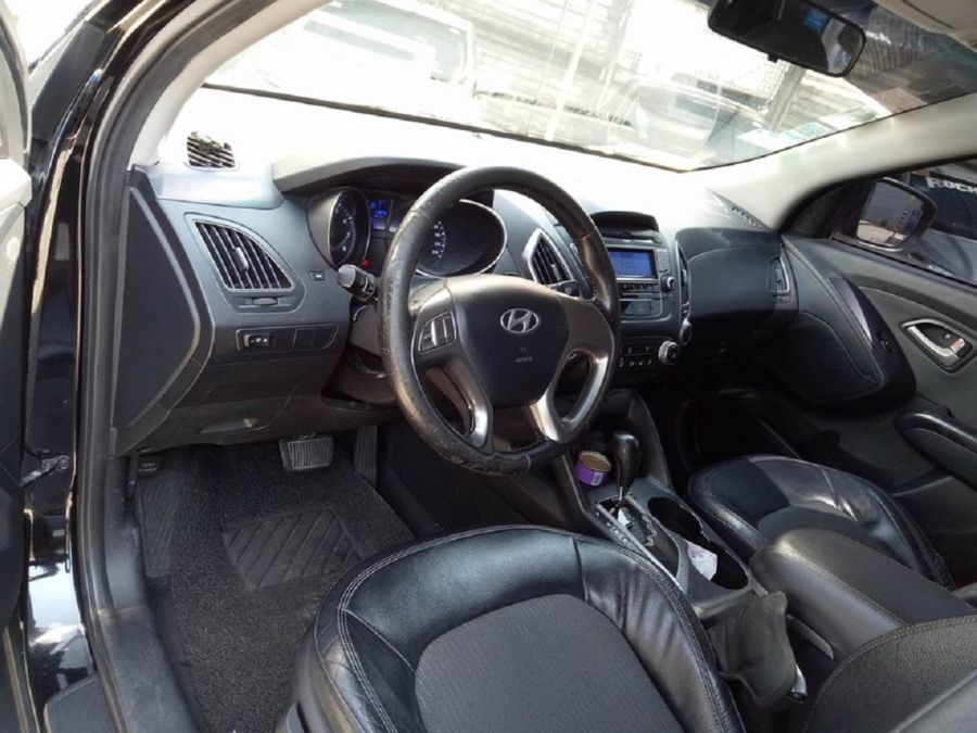 2010 Hyundai Tucson - Right View