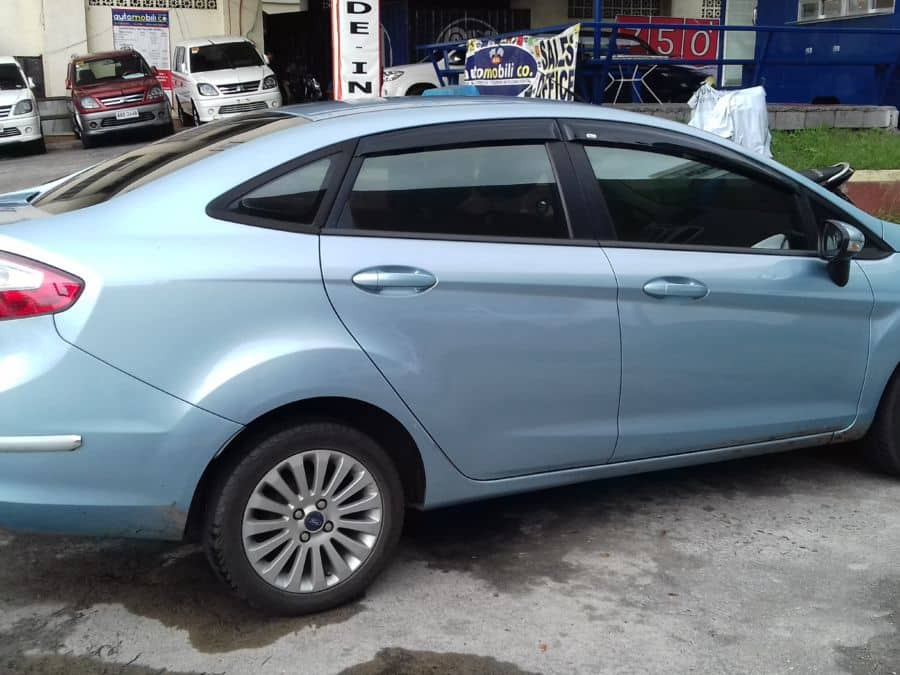 2013 Ford Fiesta - Right View