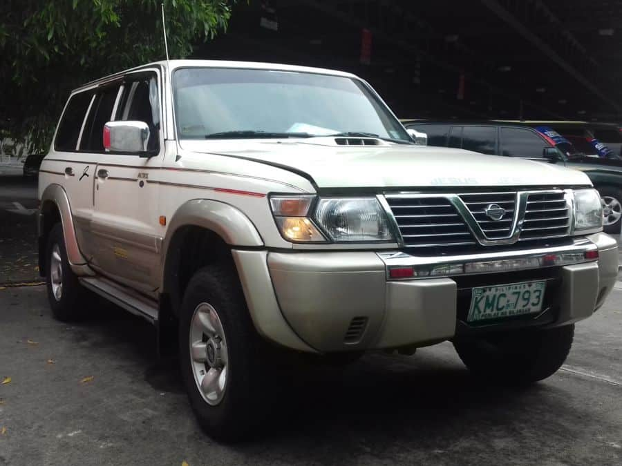 2002 Nissan Patrol - Right View