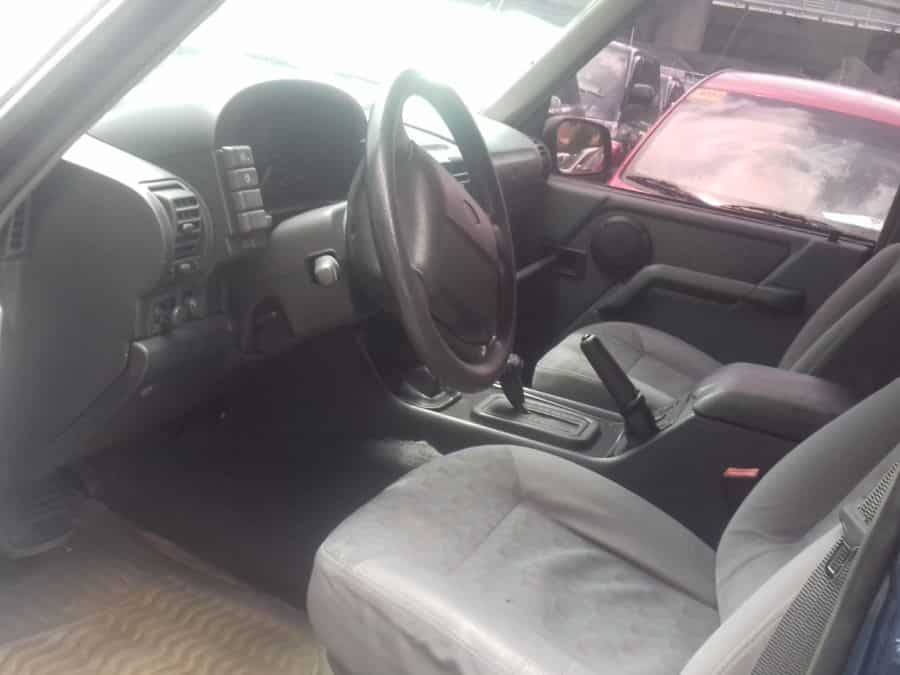 1991 Land Rover Discovery - Interior Front View