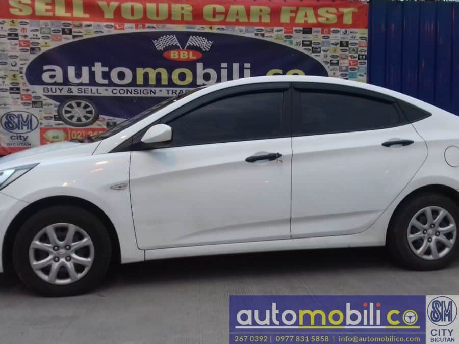 2014 Hyundai Accent - Right View
