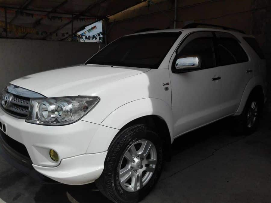 2011 Toyota Fortuner - Left View