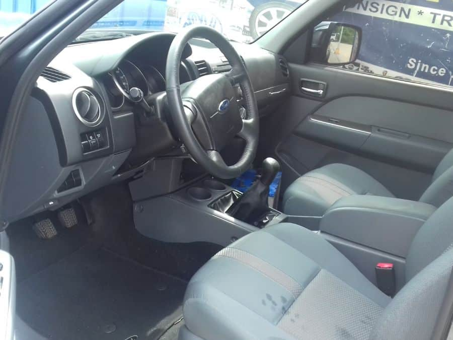 2015 Ford Everest - Interior Rear View