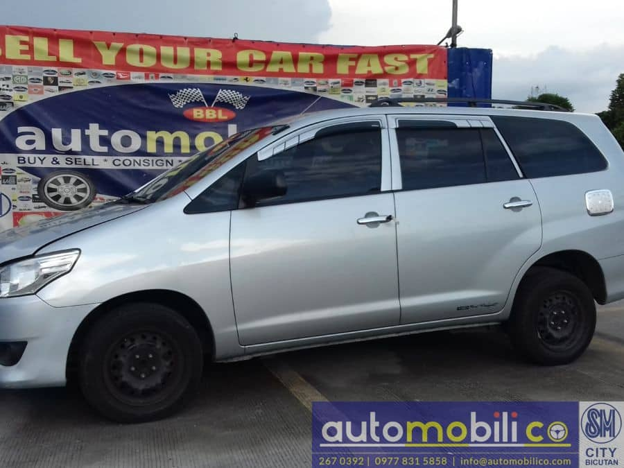 2015 Toyota Innova J - Left View