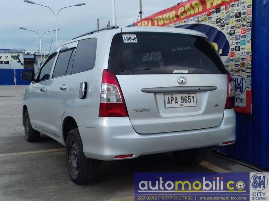 2015 Toyota Innova J - Rear View
