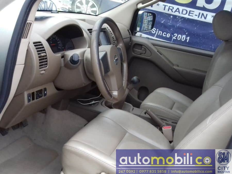 2013 Nissan Frontier Navara - Interior Front View