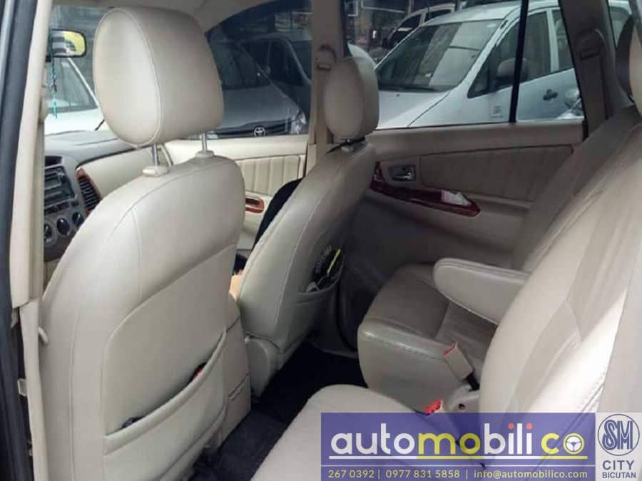 2007 Toyota Innova V - Interior Front View