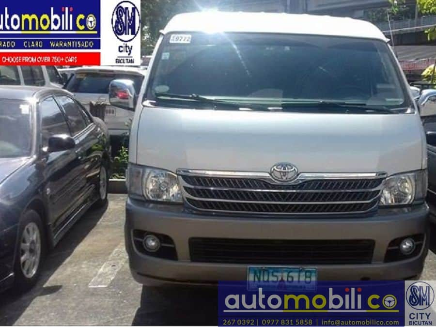 2010 Toyota Grand Hiace - Front View
