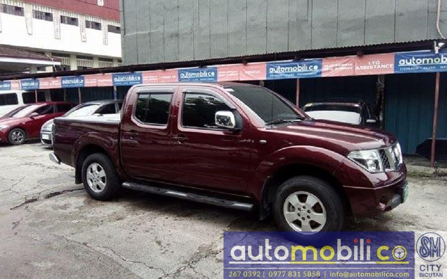 2013 Nissan Frontier Navara - Right View