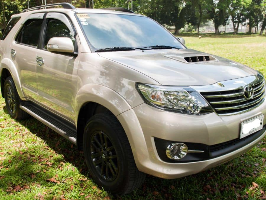 2015 Toyota Fortuner - Right View