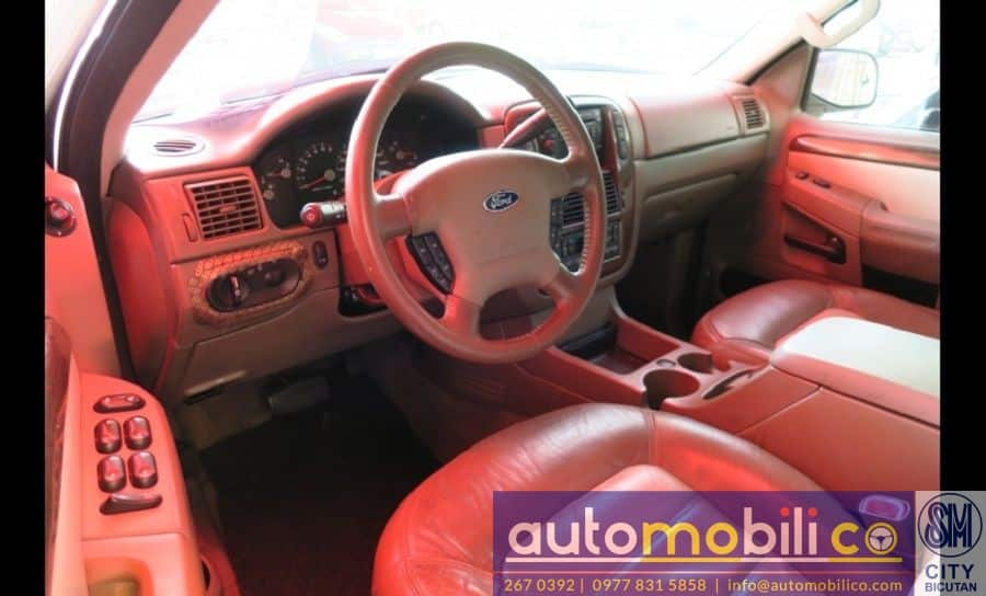 2005 Ford Explorer - Interior Front View