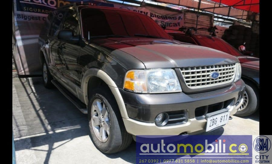 2005 Ford Explorer - Right View