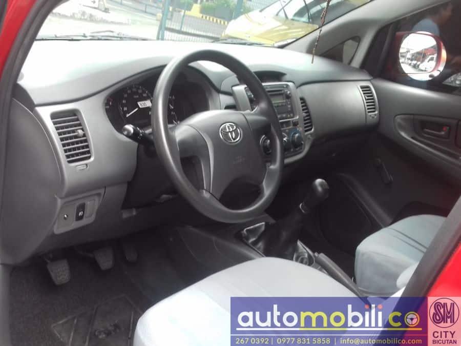 2012 Toyota Innova J - Interior Front View