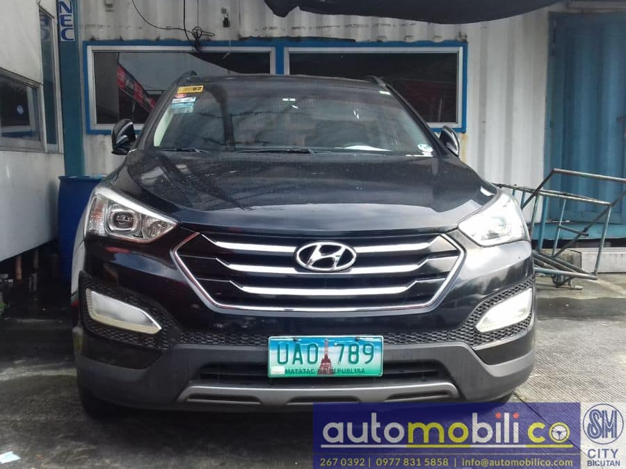 2013 Hyundai Santa Fe - Front View