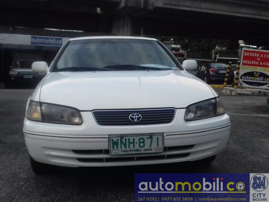 2000 Toyota Camry - Front View