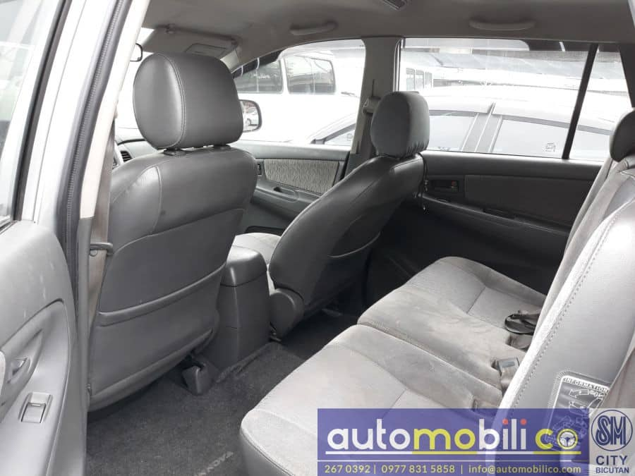 2014 Toyota Innova E - Interior Rear View