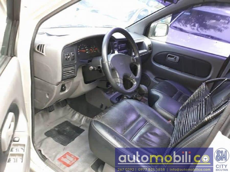 2002 Isuzu Crosswind - Interior Front View