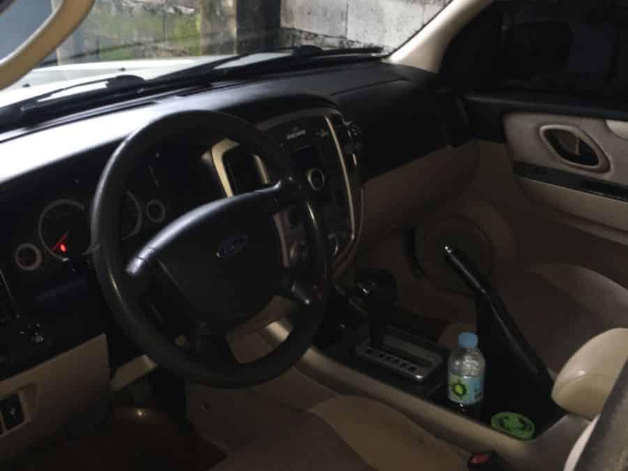 ... 2008 Ford Escape   Interior Front View ...